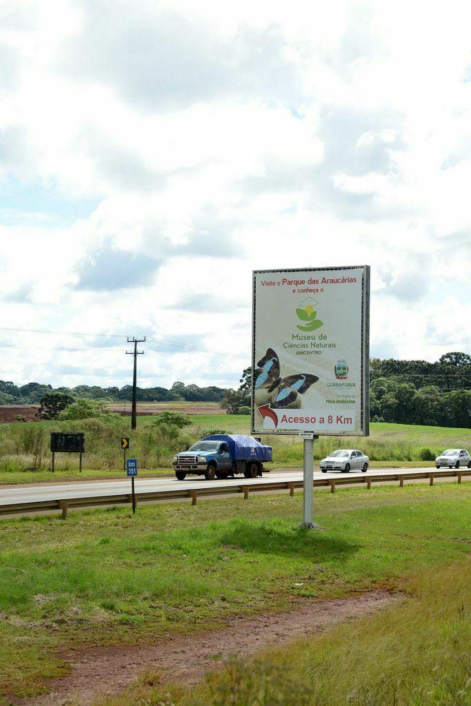Placa na BR-277 divulga Museu de Ciências Naturais da Unicentro