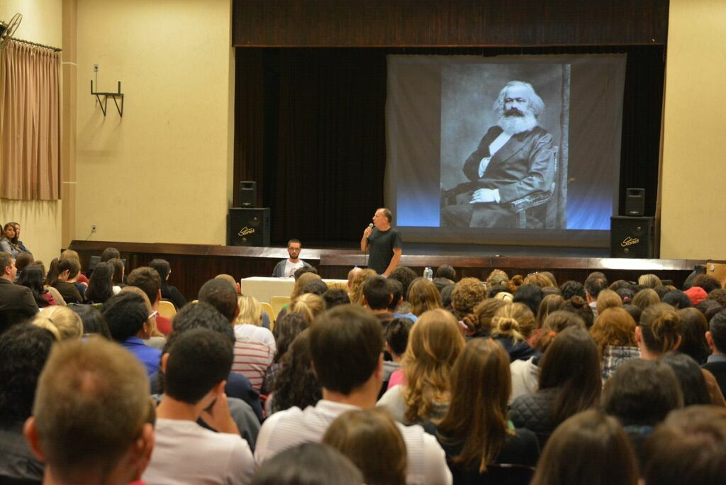 200 anos de nascimento de Karl Marx lembrado com palestra no Campus de Irati
