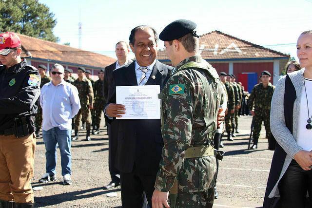 Professores da Unicentro têm trabalho reconhecido pelo Exército de Guarapuava