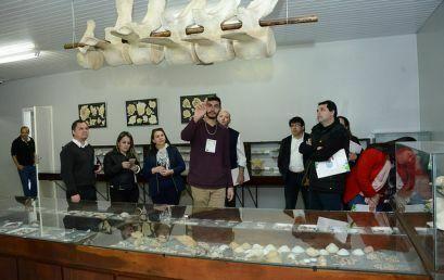 Unicentro recebe comitiva da Universidad Nacional del Est, do Paraguai