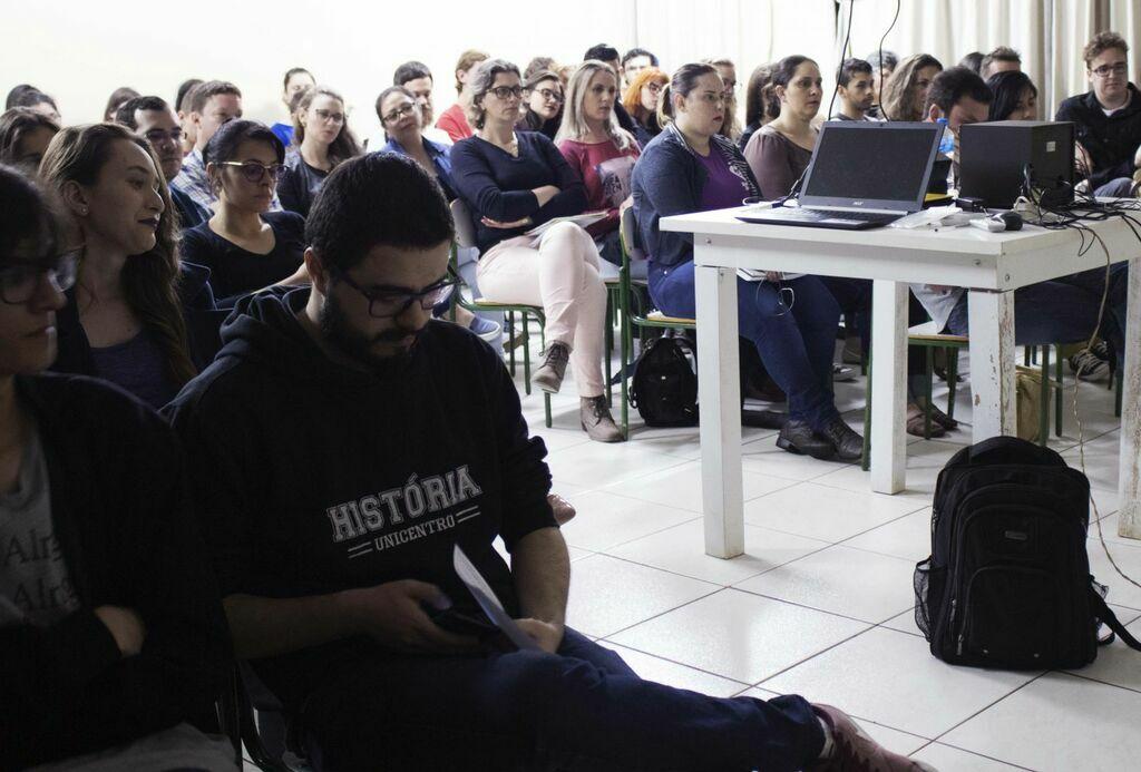 Cursos de História e Letras promovem evento conjunto na unidade de Coronel Vivida