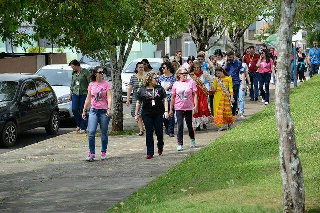 Caminhada alerta para a importância do diagnóstico precoce do câncer