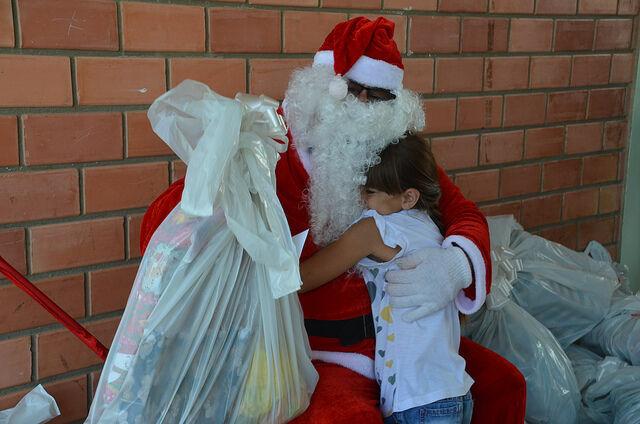 Unicentro faz três festas para a entrega dos kits arrecadados na campanha de Natal deste ano