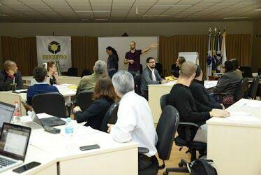 Professores e funcionários da Unicentro participam  de curso de redação de artigos em inglês