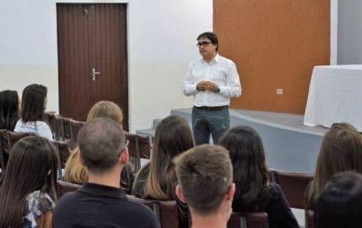 Palestras destacam importância do olhar humanizado na formação de médicos