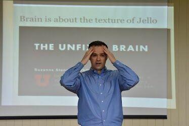 Pesquisador americano ministra aula no campus de Irati para estudantes de Psicologia