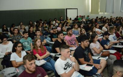 Encontro reúne participantes de 190 projetos de extensão da Unicentro