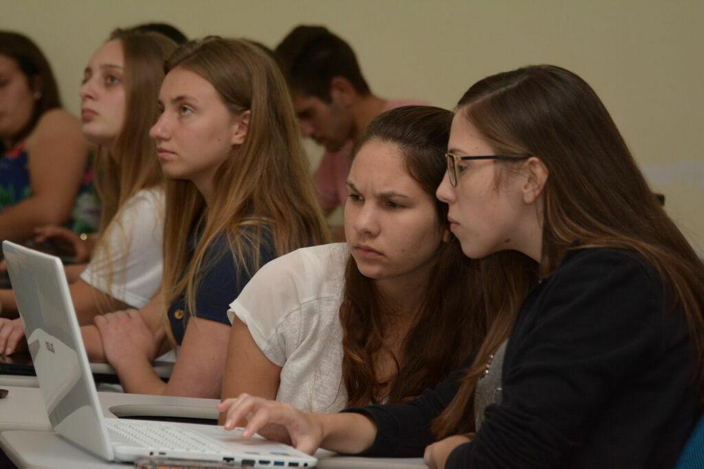 Semana de Estudos no campus Irati descomplica o ensino da Matemática