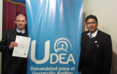Professor da Unicentro é homenageado pela Universidade para o Desenvolvimento Andino