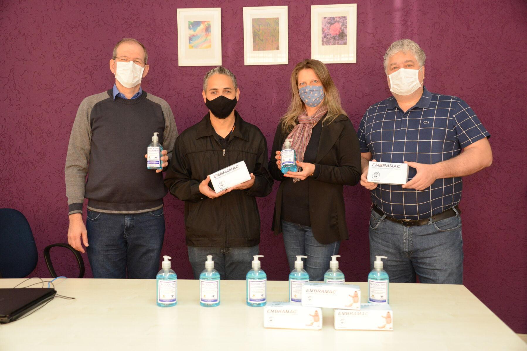 Unicentro repassa álcool 70% e máscaras cirúrgicas para agentes penitenciários