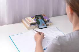 Estudantes da Unicentro têm até dia 16 para se inscrever no edital de concessão de celulares