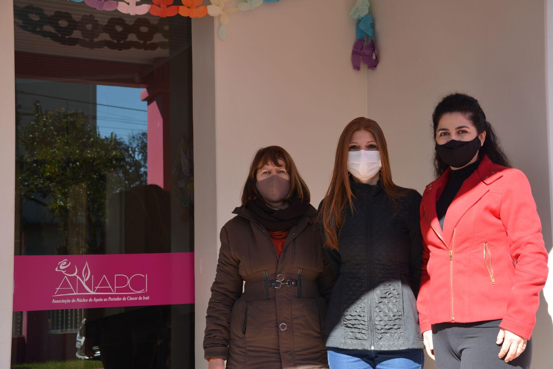 Unicentro repassa à Anapci de Irati máquina para a produção de fraldas