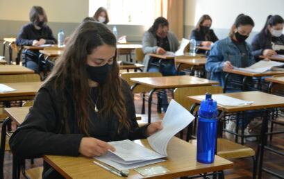Estudantes de Ensino Médio fazem as provas do PAC Unicentro, nesse domingo