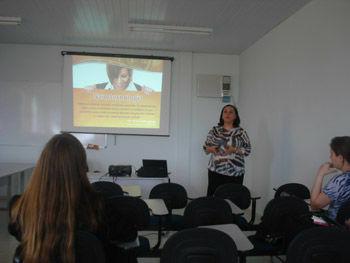 "Palestra ""Nanotecnologia em Cosmetologia"", proferida pela Profa. Dra. Silvia S. Guterres (UFRGS) na Unicentro"
