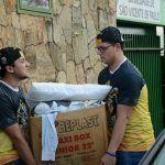 Acadêmicos da Unicentro fazem campanha de arrecadação e doam roupas para Albergue