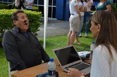 Clínica Escola de Fonoaudiologia alerta sobre cuidados com a voz em ação no centro de Irati